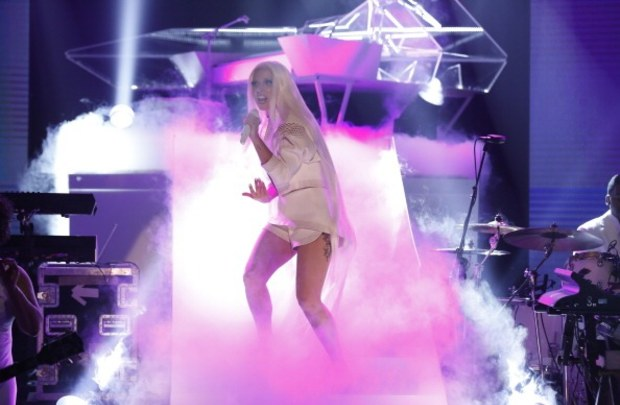 lady-gaga-performs-on-the-tonight-show-starring-jimmy-fallon