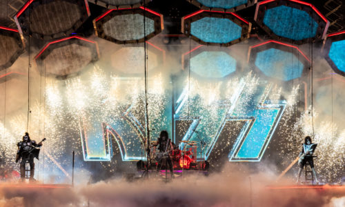 fog machine in use kiss